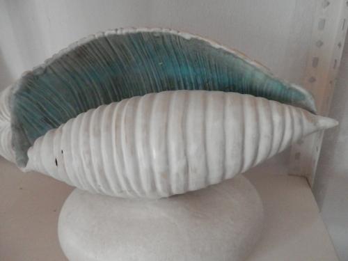 Caracola Azulada |Escultura de Carmen Vila | Compra arte en Flecha.es