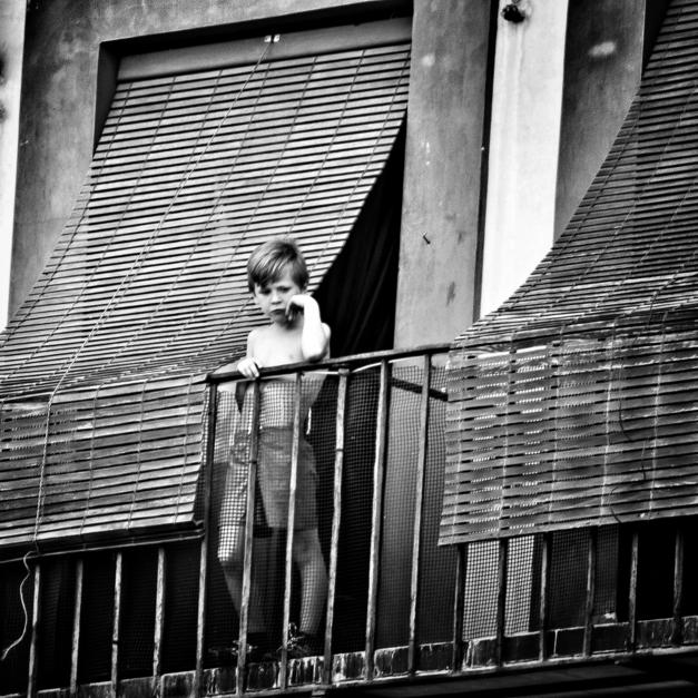 El niño de La Corredera |Fotografía de Pepe González-Arenas | Compra arte en Flecha.es
