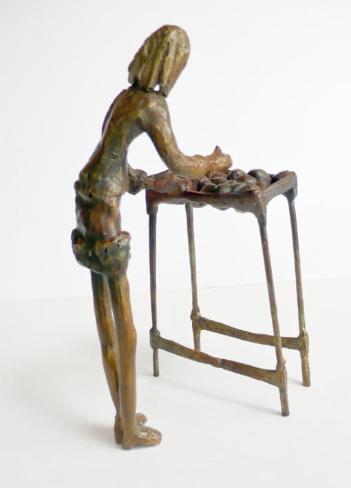 Elegir fruta (Serie Infinitivos) | Escultura de Ana Valenciano | Compra arte en Flecha.es