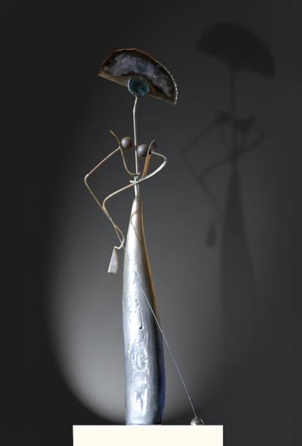 mujer con bolsito y perro  Escultura de Miguel Mansanet   Compra arte en Flecha.es