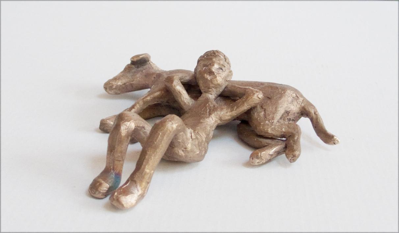 Tumbados tranquilamente |Escultura de Ana Valenciano | Compra arte en Flecha.es