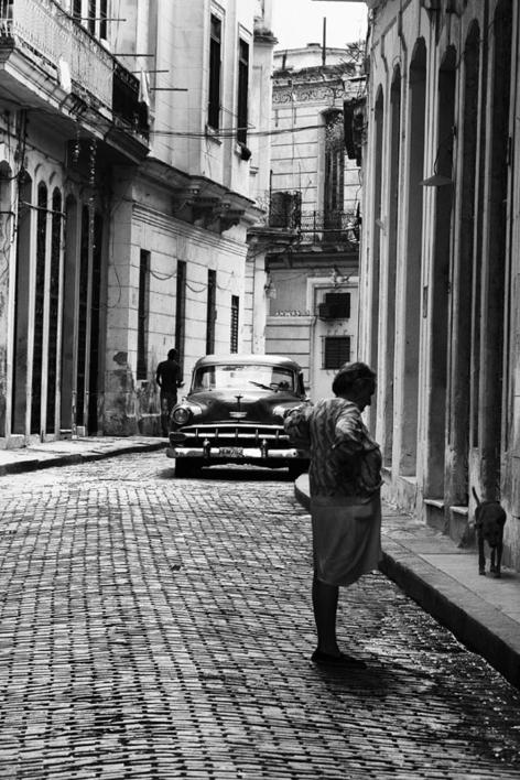 Por La Habana Vieja 2 |Fotografía de Verónica Velasco Barthel | Compra arte en Flecha.es