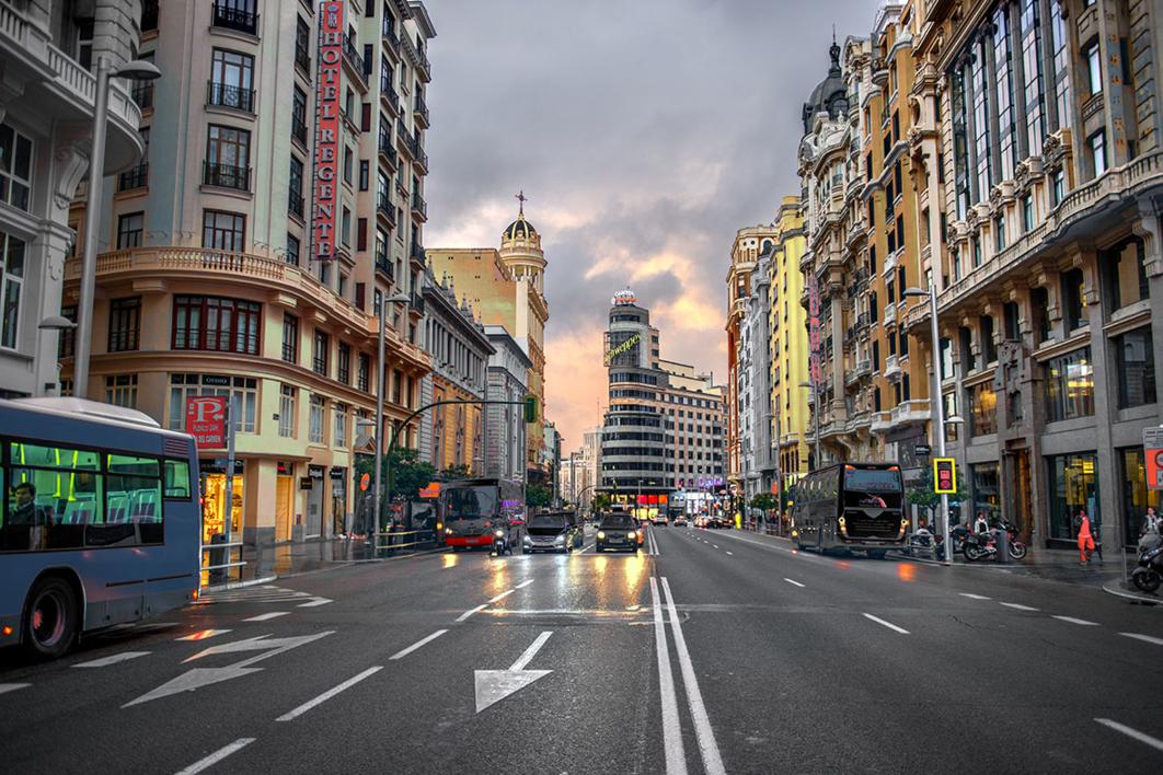 8 a.m. Gran Vía |Fotografía de Leticia Felgueroso | Compra arte en Flecha.es
