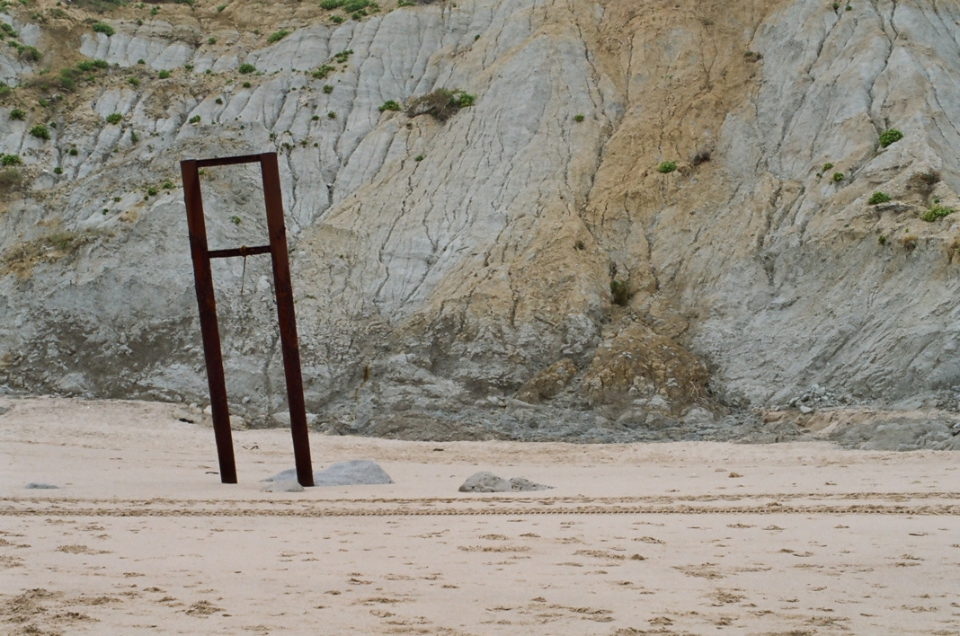 Oxido en la arena |Fotografía de Rafael Vilallonga Hohenlohe | Compra arte en Flecha.es