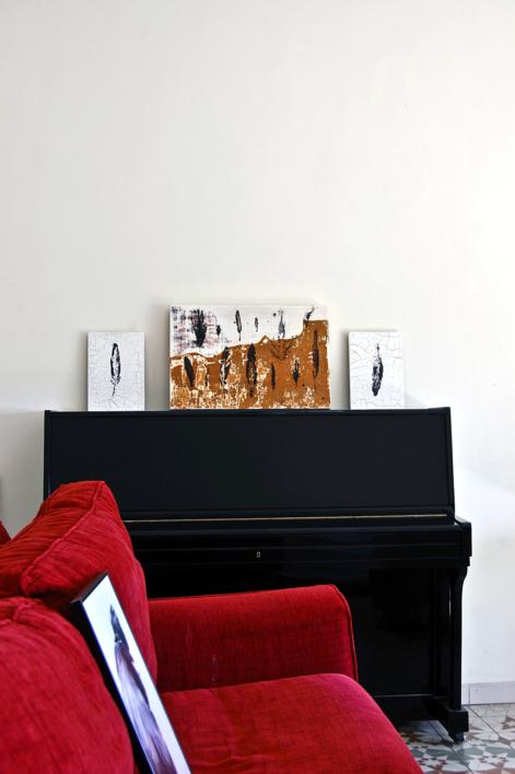 Huella de pluma I | Escultura de pared de Macarena Garví | Compra arte en Flecha.es