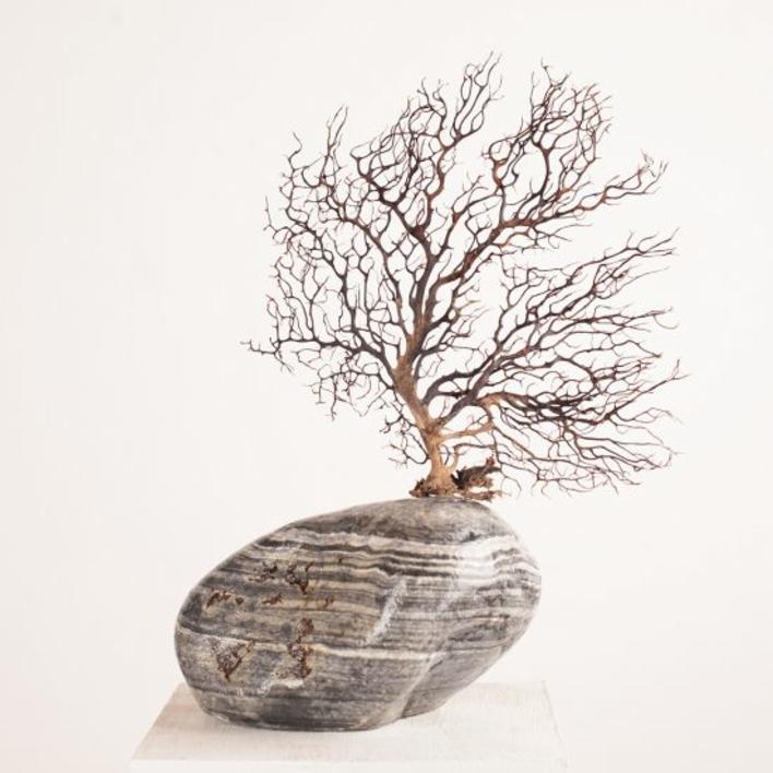 Contemplar viene de templo |Escultura de Juan Manuel Leiva | Compra arte en Flecha.es