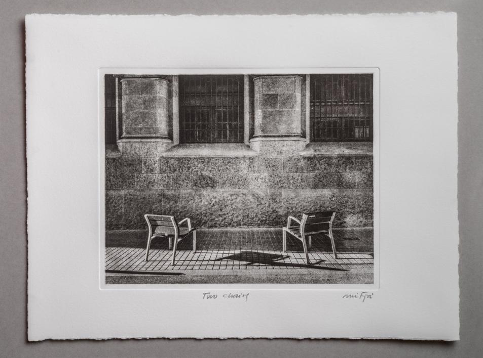 Two chairs |Fotografía de Carles Mitjà | Compra arte en Flecha.es