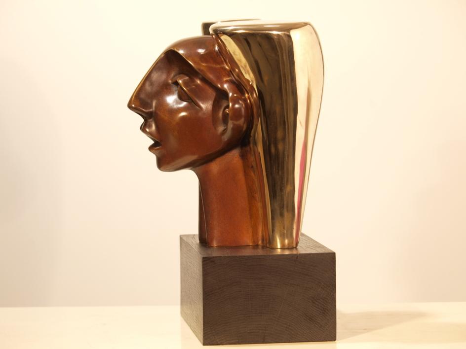 MUJER CON TOCADO   Escultura de Rafael Heredia   Compra arte en Flecha.es