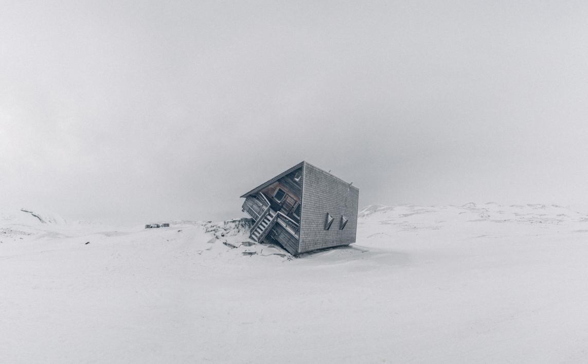 Casa torcida |Fotografía de Roberto Iván Cano | Compra arte en Flecha.es