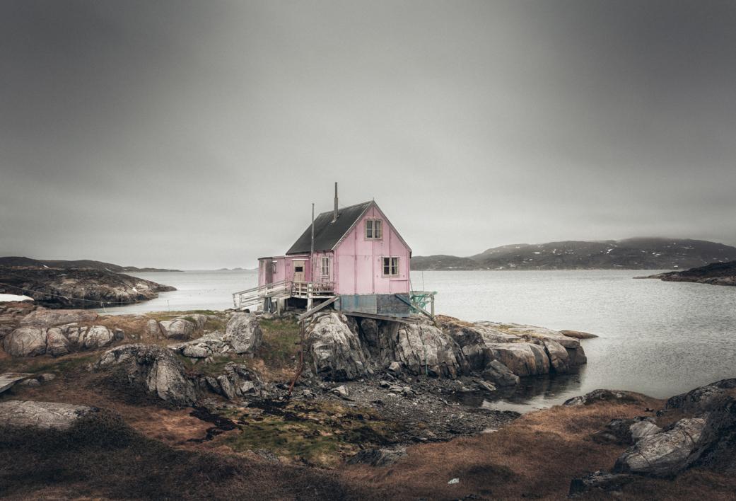 La casa rosa. Itillet |Digital de Roberto Iván Cano | Compra arte en Flecha.es