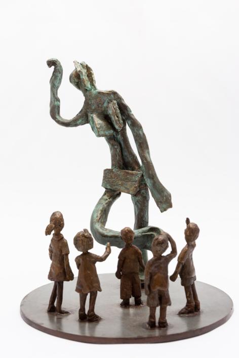 La estatua de la plaza. Serie Plazas |Escultura de Ana Valenciano | Compra arte en Flecha.es
