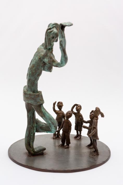 La estatua de la plaza. Serie Plazas | Escultura de Ana Valenciano | Compra arte en Flecha.es