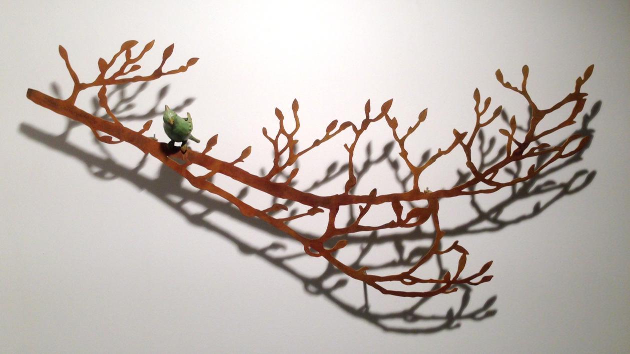 Rama con brotes y pájaro |Escultura de Charlotte Adde | Compra arte en Flecha.es