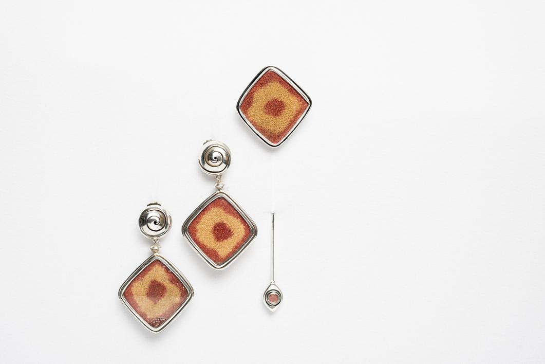 Set de alfiler (prendedor) y pendientes con textil  Joyería de Ester Ventura   Compra arte en Flecha.es