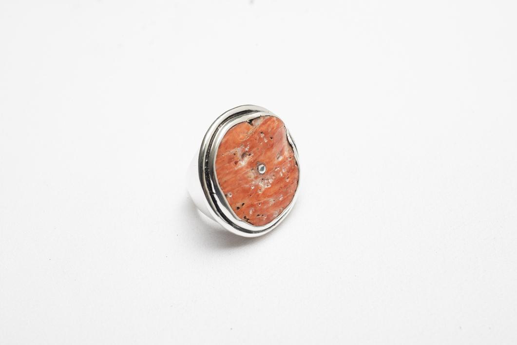 Anillo de plata 950 y Spóndylus circular |Joyería de Ester Ventura | Compra arte en Flecha.es