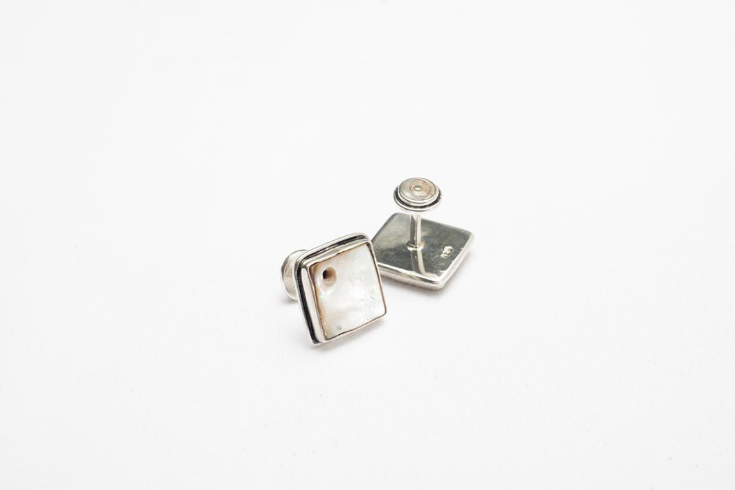 Gemelos de plata 950 y madre perla con huequitos |Joyería de Ester Ventura | Compra arte en Flecha.es