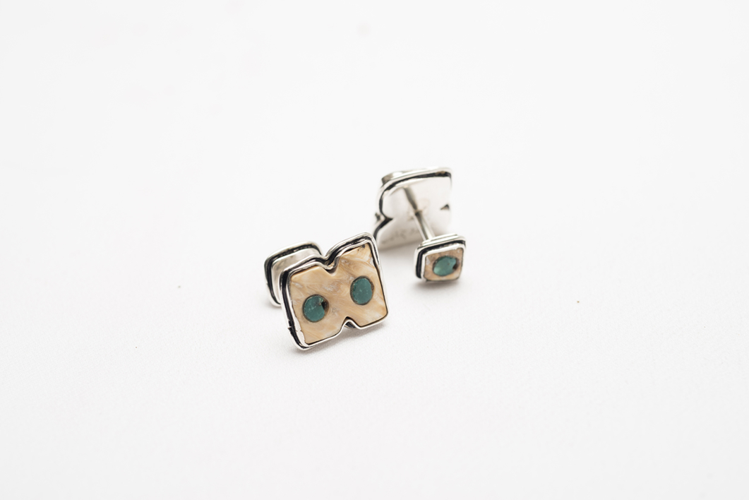Gemelos de plata 950, concha Strombus y turquesa |Joyería de Ester Ventura | Compra arte en Flecha.es