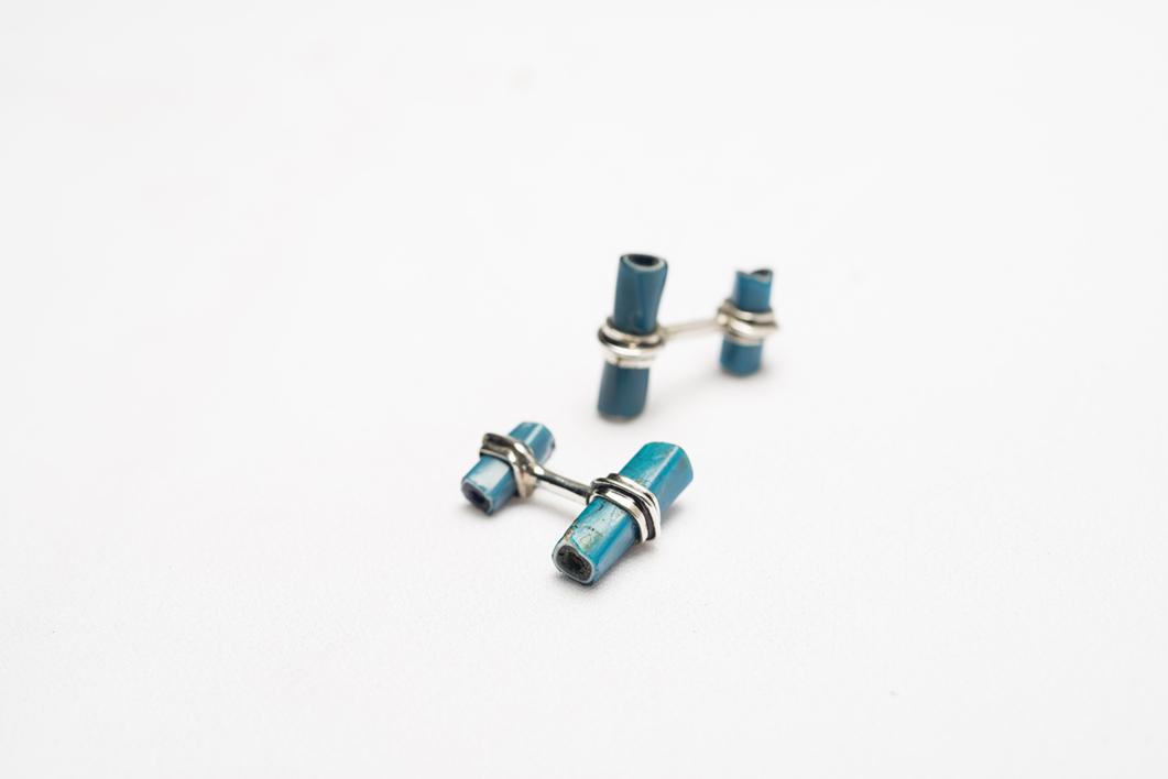 Gemelos de plata 950 y tubitos azules |Joyería de Ester Ventura | Compra arte en Flecha.es
