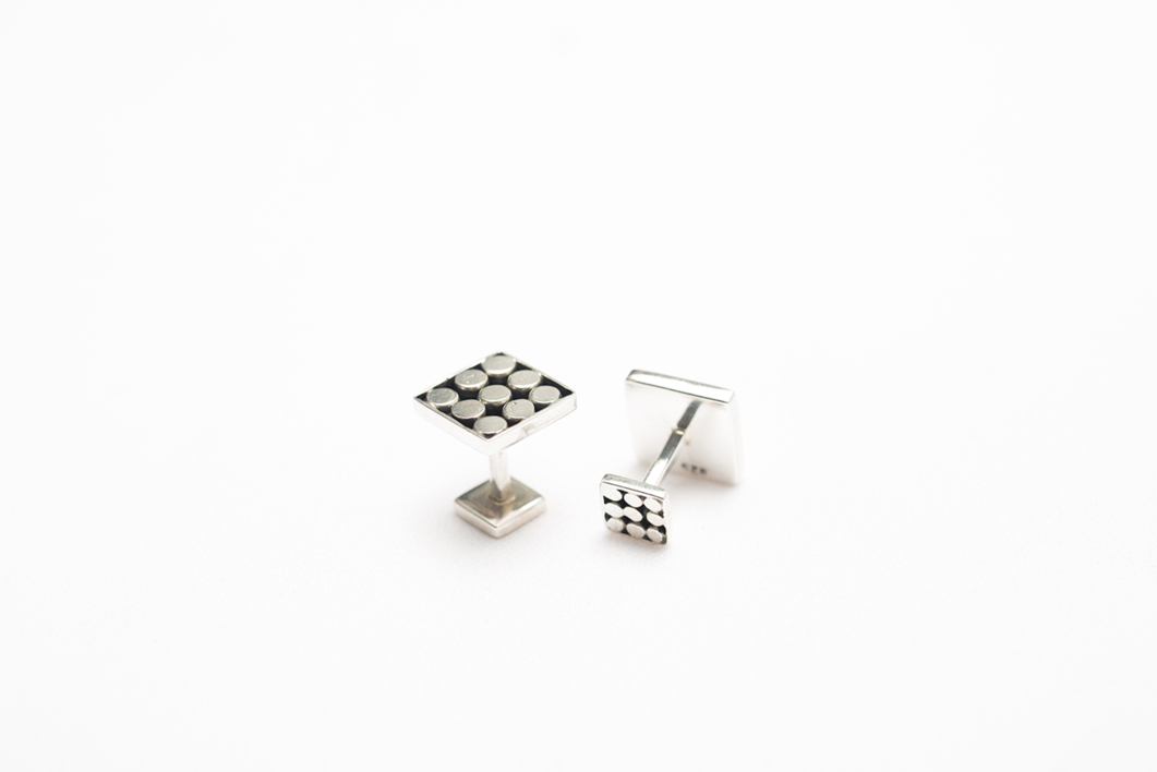 Gemelos de plata 950 cuadrados con puntos |Joyería de Ester Ventura | Compra arte en Flecha.es