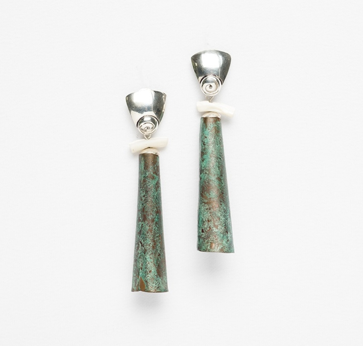 Pendientes de plata, cobre y madre perla  Joyería de Ester Ventura   Compra arte en Flecha.es