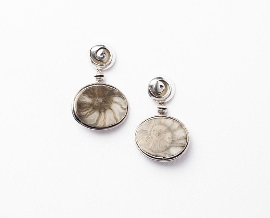 7ab4a314ca88 Pendientes de plata 950 y fósiles