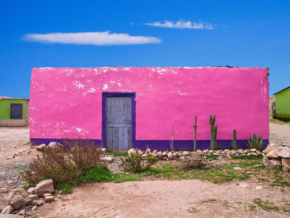 Blue door #03, Puno, Peru |Fotografía de Andy Sotiriou | Compra arte en Flecha.es