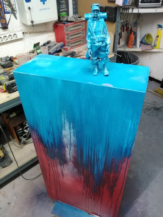 Mi  tropa es reducida, pero muy entusiasta. |Escultura de Reula | Compra arte en Flecha.es