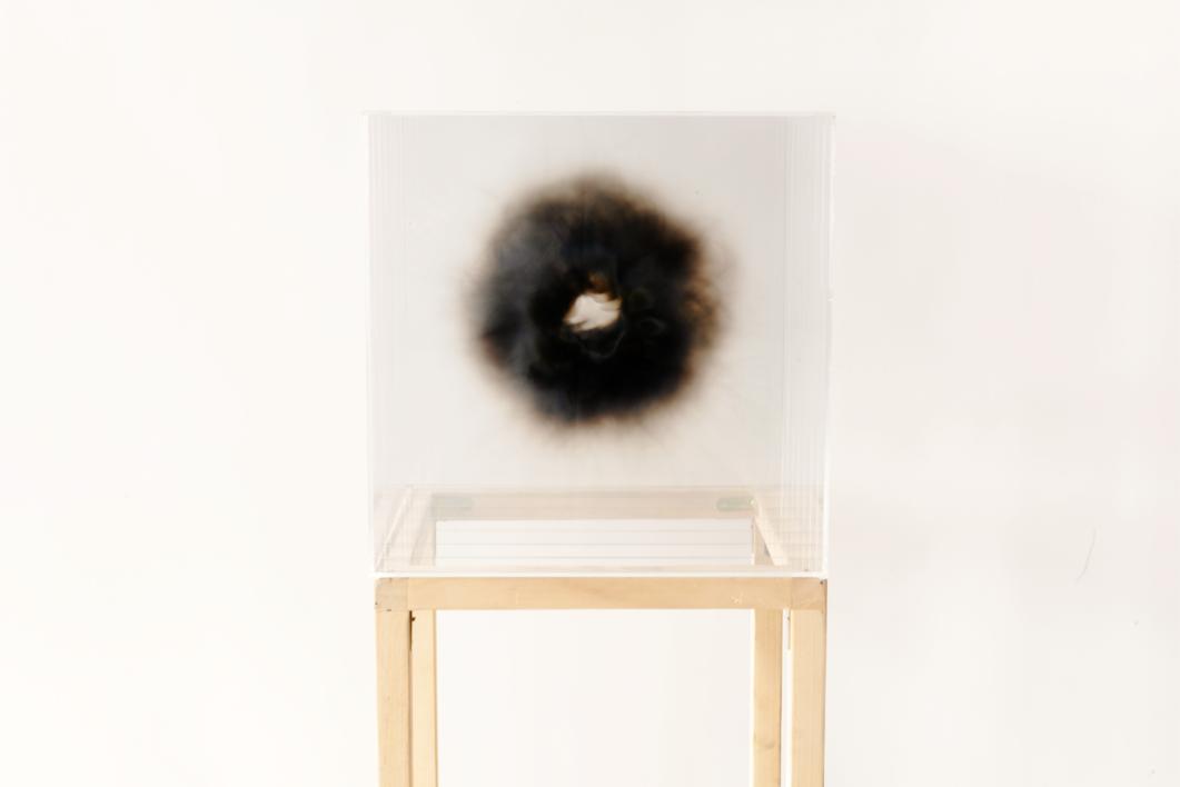 """""""HUMO"""". 50x50x50   2018  Escultura de Isabel Alonso Vega   Compra arte en Flecha.es"""
