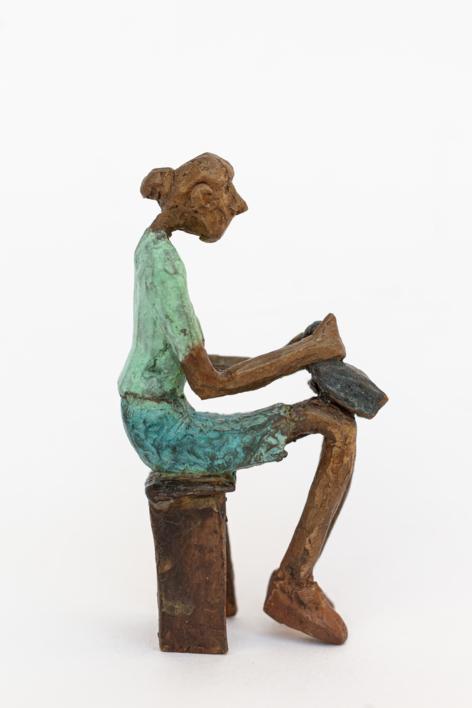 Espera llevar suficiente dinero.  Serie Los que esperan   Escultura de Ana Valenciano   Compra arte en Flecha.es