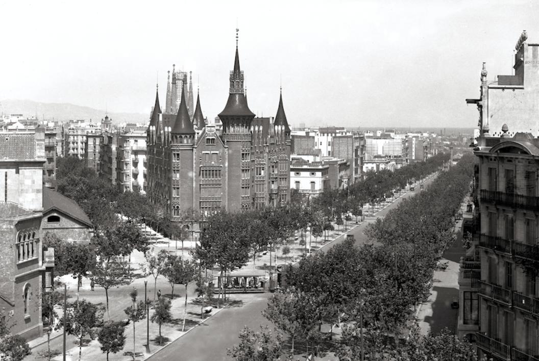 BARCELONA - CASA DE LAS PUNCHAS  Fotografía de ADOLFO ZERKOWITZ   Compra arte en Flecha.es