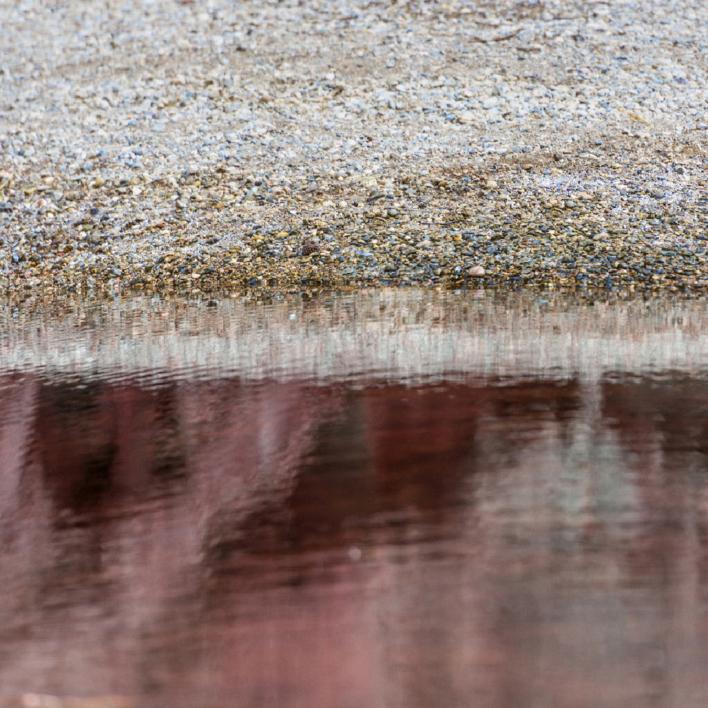 Gran estanque rojo |Digital de Xisco Fuster | Compra arte en Flecha.es