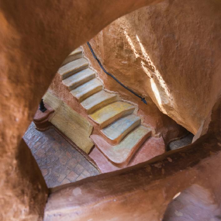 Escalera al centro de la Tierra |Digital de Xisco Fuster | Compra arte en Flecha.es