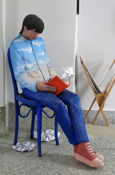 Lecturas I  Escultura de Carmen Varela   Compra arte en Flecha.es