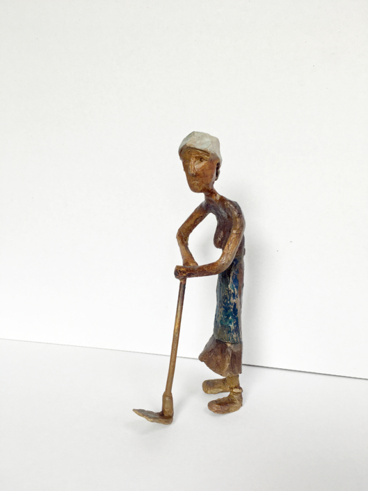 Granjera famélica.  Serie Granja famélica   Escultura de Ana Valenciano   Compra arte en Flecha.es