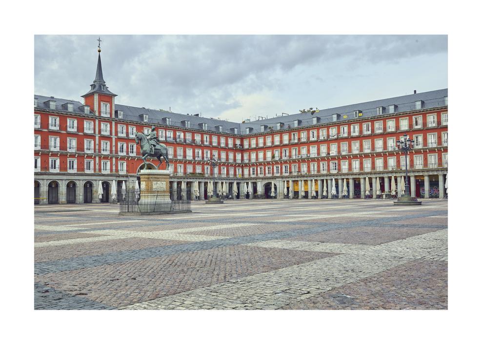 La plaza Mayor - Mas sola que nunca debido a la pandemia de la COVID-19 |Digital de Iván Abanades Medina | Compra arte en Flecha.es
