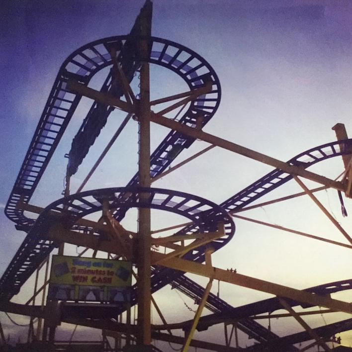 Roller coaster│HOPPINGS│Acid-free photo paper│Printed in the UK│Pine thick borde |Fotografía de JHIH YU CHEN | Compra arte en Flecha.es