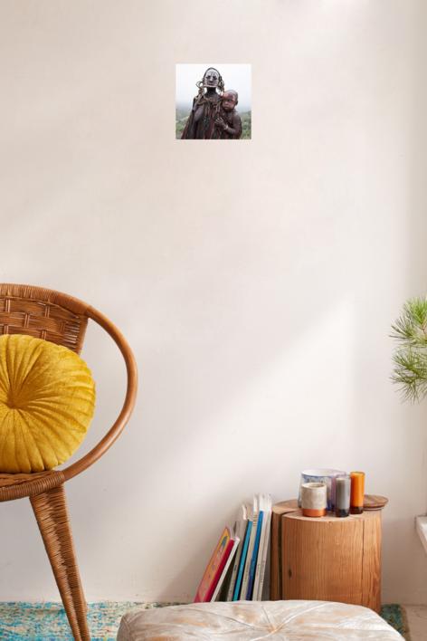 Mujer mursi e hijo.   Fotografía de Yael Portabales   Compra arte en Flecha.es