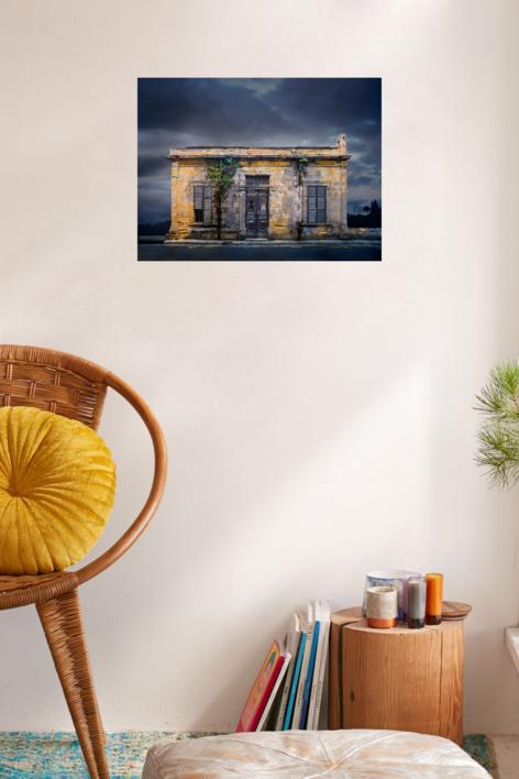Lone building  25_Nicosia, Cyprus | Fotografía de Andy Sotiriou | Compra arte en Flecha.es