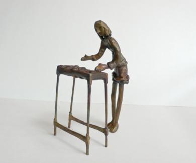 Elegir fruta (Serie Infinitivos)|EsculturadeAna Valenciano| Compra arte en Flecha.es