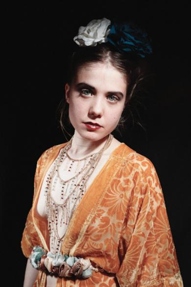 La chica de amarillo|DigitaldeCarlota Lobo| Compra arte en Flecha.es