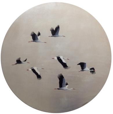 Cigüeñas volando sobre plata redondo|PinturadeCharlotte Adde| Compra arte en Flecha.es