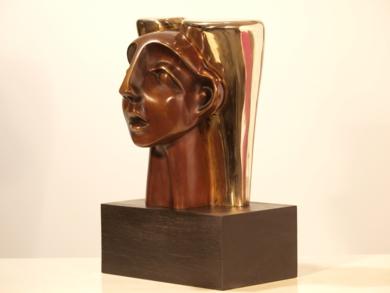 MUJER CON TOCADO|EsculturadeRafael Heredia| Compra arte en Flecha.es