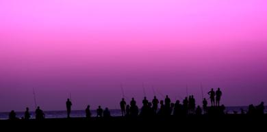 El mar negro, la noche morada [El Malecón de La Habana]|FotografíadeMoisés Menéndez| Compra arte en Flecha.es