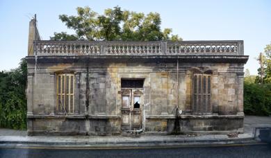Lone building 14v2, Nicosia, Chipre|DigitaldeAndy Sotiriou| Compra arte en Flecha.es