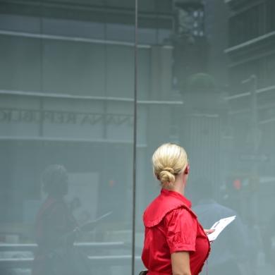 Woman in red|FotografíadeCano Erhardt| Compra arte en Flecha.es