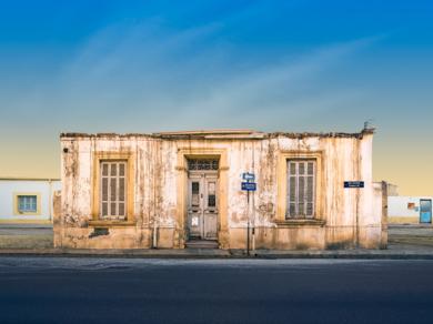 Lone building  30  :  Nicosia, Chipre|DigitaldeAndy Sotiriou| Compra arte en Flecha.es