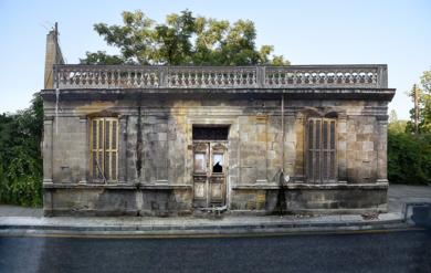 Lone building  14v2, Nicosia, Chipre|FotografíadeAndy Sotiriou| Compra arte en Flecha.es