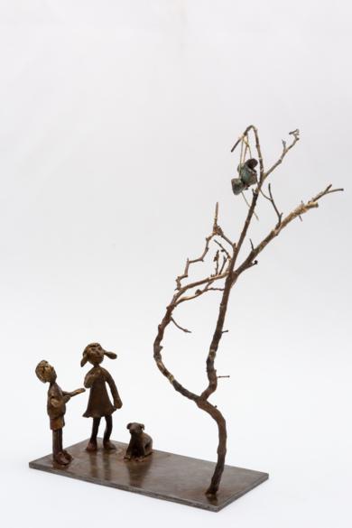 El árbol de los zapatos. Serie Plazas|EsculturadeAna Valenciano| Compra arte en Flecha.es