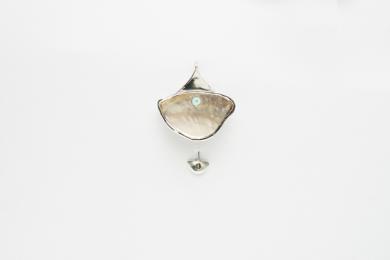 Alfiler (prendedor) corto de madre perla y turquesa|JoyeríadeEster Ventura| Compra arte en Flecha.es
