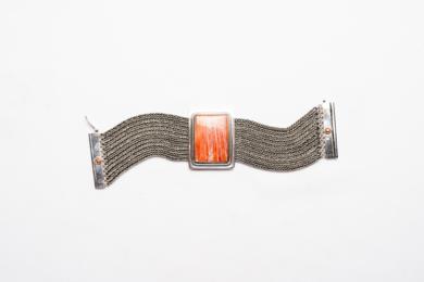 Eje rígido de Spóndylus y entorno flexible|JoyeríadeEster Ventura| Compra arte en Flecha.es
